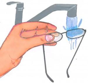 Evite limpar seus óculos sem água. Se a sujeira ou detritos cobrir seus  óculos e você limpá-los sem enxagua-los primeiro, a sujeira no vidro pode  vir a ... 94e5282375