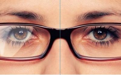 5fd4c70da Para a lente virar antiabrasiva, ela recebe um tratamento especial em  laboratórios, que a deixa mais resistentes contra pequenos arranhões.